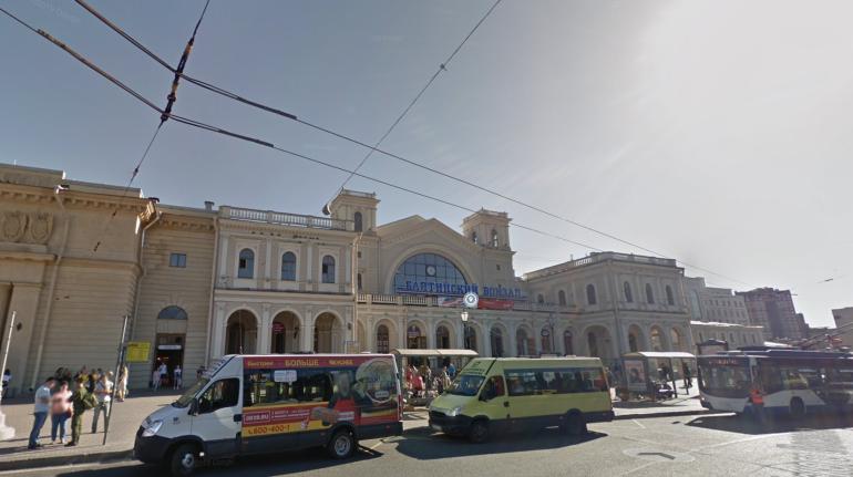 Разбившему стекла остановки у Балтийского вокзала назначили полгода исправительных работ