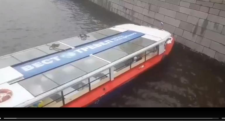 Прокуратура проверяет столкновение теплохода с Аничковым мостом