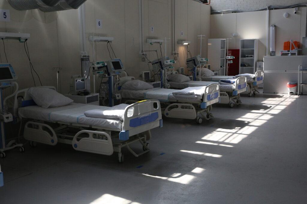 В Петербурге за сутки удвоилось число заражений коронавирусом — всего заболели 1 609 человек