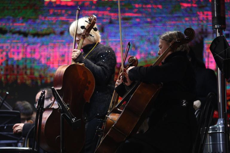 На открытии V международного фестиваля на сцене петербургской Капеллы оркестр сыграет в честь 90-летия со дня рождения Микаэла Таривердиева
