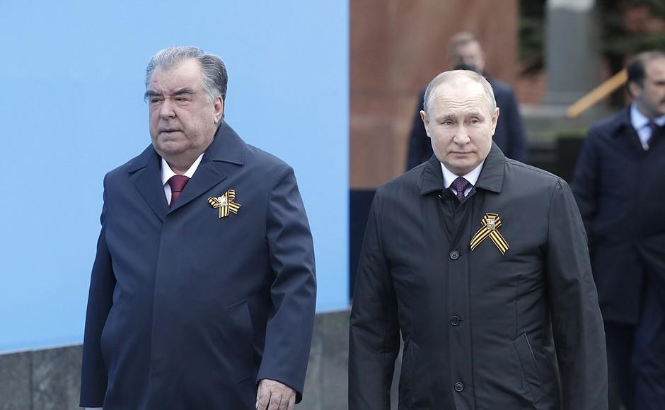 Путин на Красной площади поздравил россиян с Днем Победы