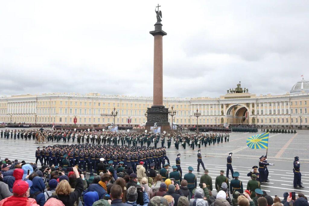 К 9 Мая всё готово: Мойка78 публикует фото с генеральной репетиции парада Победы в Петербурге
