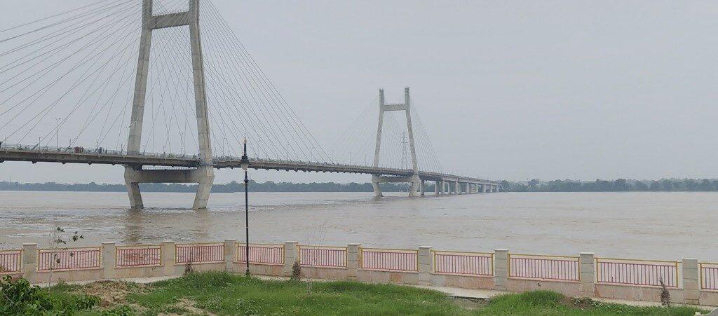 В Индии у реки Ганг обнаружили сотни тайных захоронений