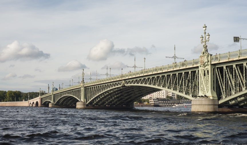 Троицкий мост разведут на всю ночь с 24 на 25 марта