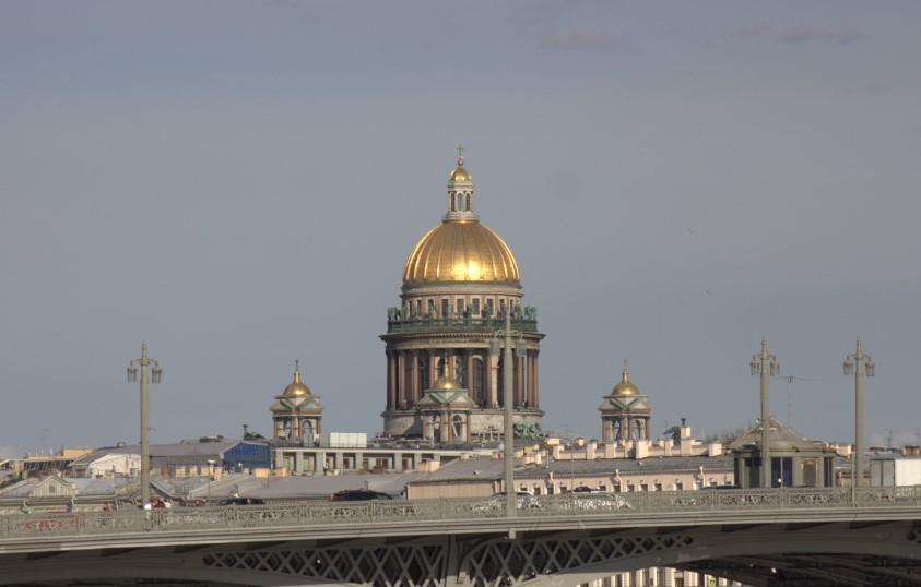 Антициклон оградит Петербург от дождей в понедельник