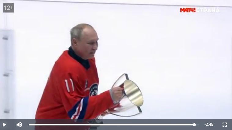 Путин забил 8 шайб на матче между Ночной хоккейной лигой и командой «Легенды хоккея»