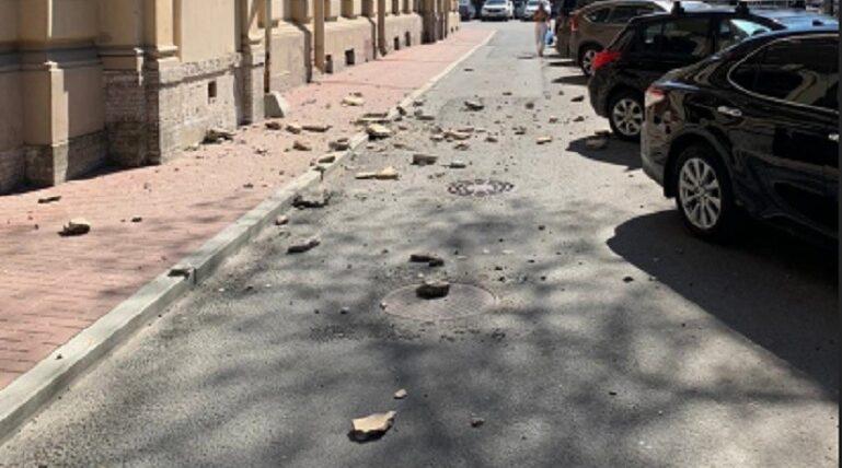 На Смольном проспекте произошло обрушение фасада