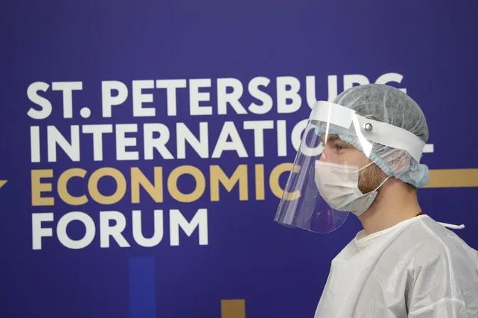 В Петербурге начали тестировать на COVID-19 организаторов ПМЭФ: всего проверят 70 тысяч человек