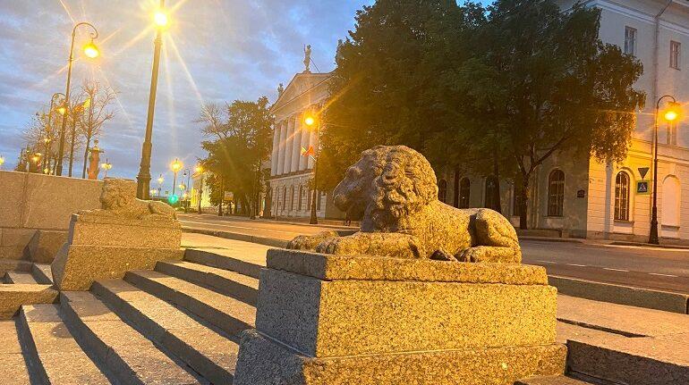 Львов на набережной Макарова подсветили ко Дню города