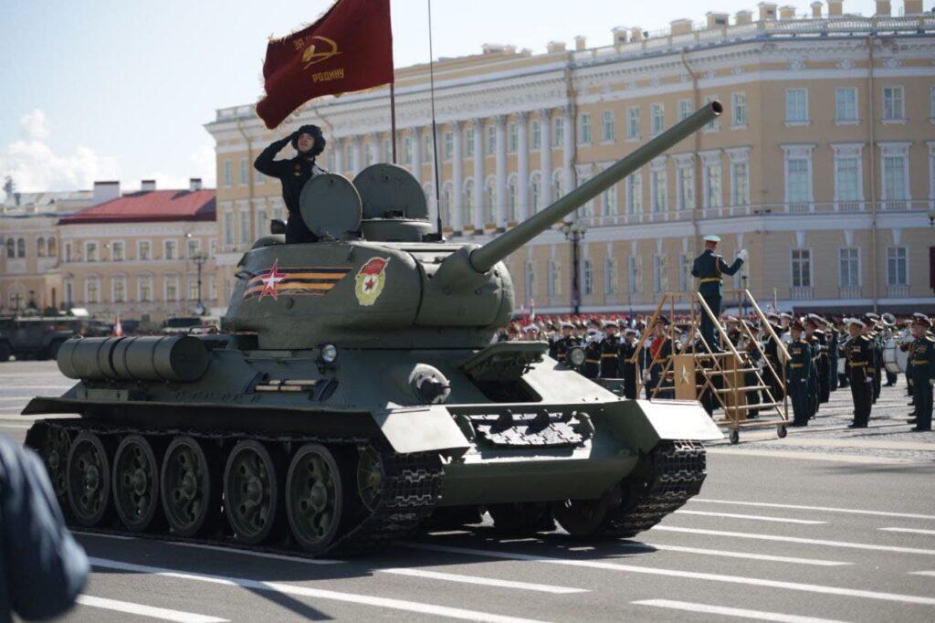 Парад Победы прошел в Санкт-Петербурге: фото