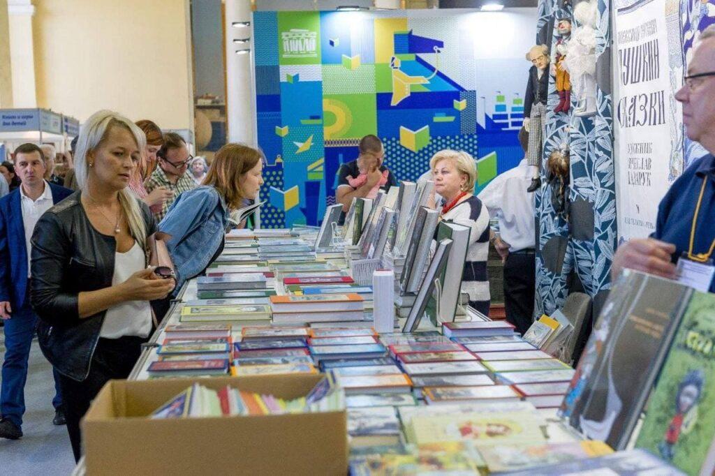 Посетителей XVI Петербургского международного книжного салона порадуют концертами и викторинами на Дворцовой