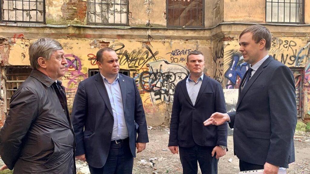 Жители Васильевского острова и депутаты ЗакСа обсудили судьбу Дома князя Алексея Черкасского