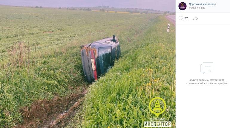 В Ленобласти сбегавший от полиции нетрезвый водитель угодил в кювет