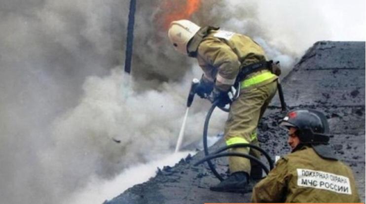 Ливень не помешал разыграться огню в квартире Колпинского района Петербурга
