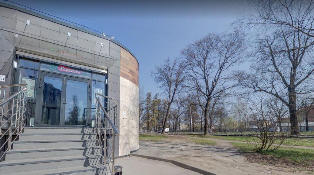 Бомж Сергей умер рядом с пиццерией в Приморском районе