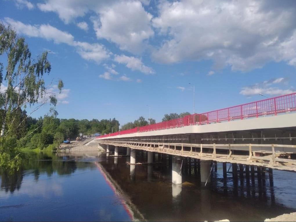 Машины могут проехать по новому мосту под Выборгом
