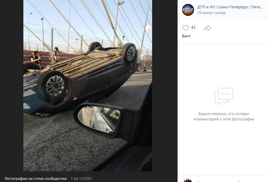 Автомобиль перевернулся на Большом Обуховском мосту