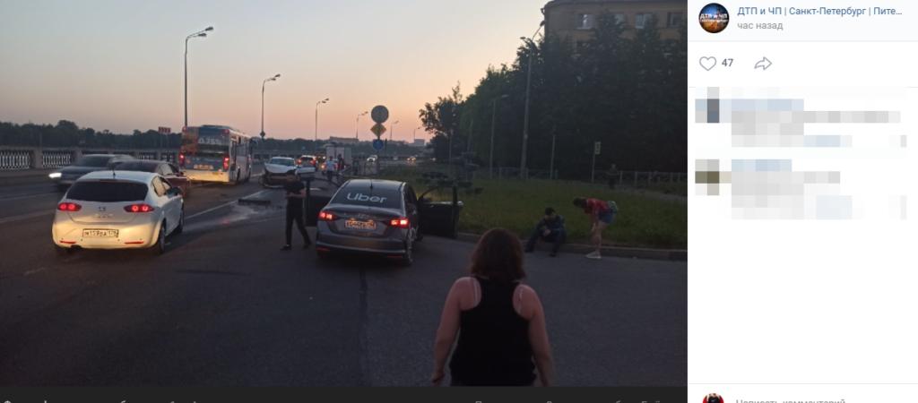 Uber против «Яндекс.Драйв»: иномарки столкнулись на Октябрьской набережной