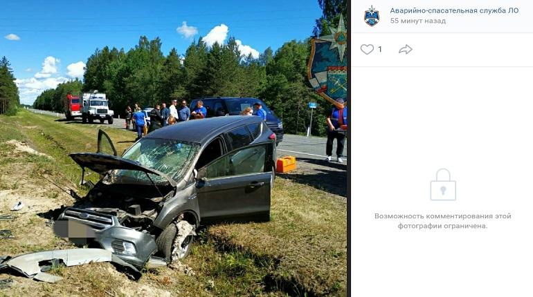 В Ленобласти водитель «Форда» оказался в кювете, пострадал пассажир