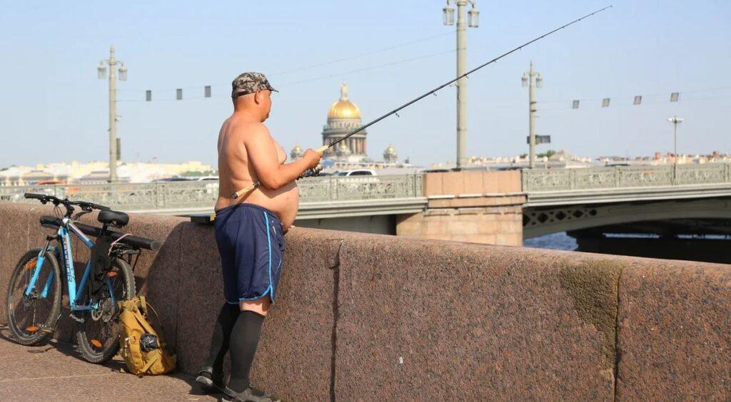 Полуголые петербуржцы раздражают одетых