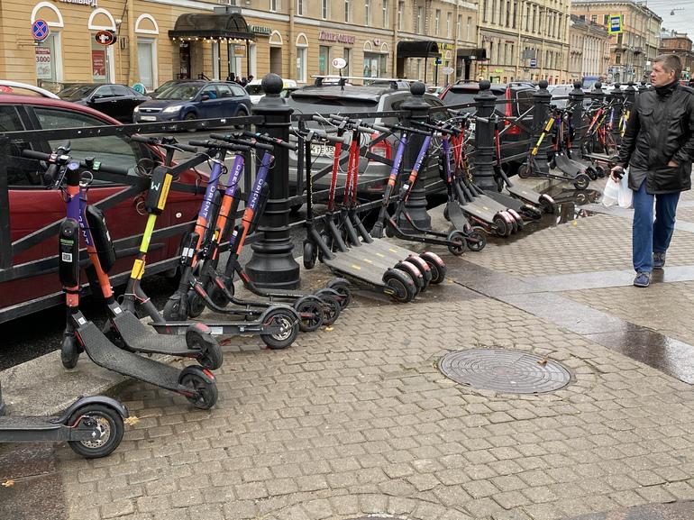 Прокат самокатов закрылся к Евро-2020 в Петербурге, сбивать фанатов будут частные агрегаты