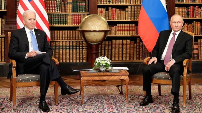 Путин и Байден обменялись подарками на саммите в Женеве