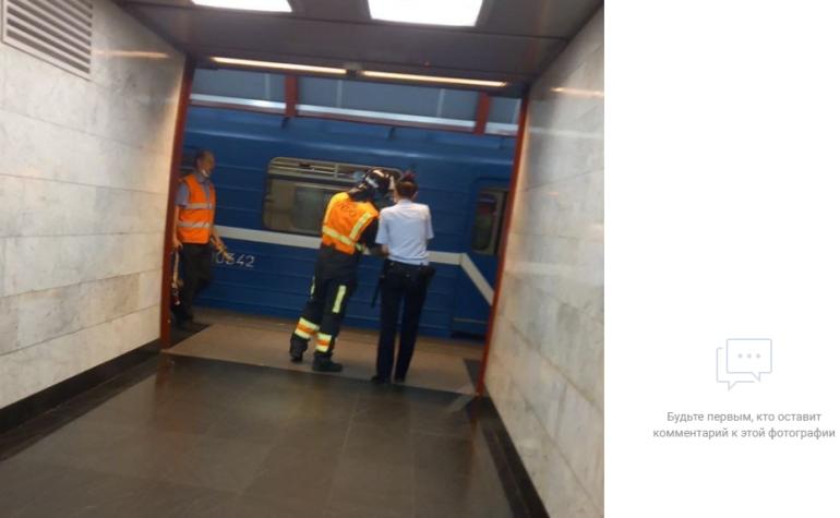 Упавшая на пути на «Обводном канале» пассажирка погибла