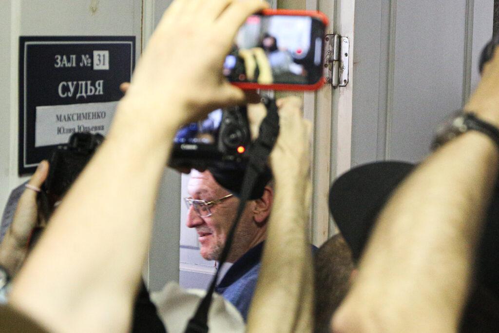Суд поместил депутата Резника под домашний арест до 16 августа
