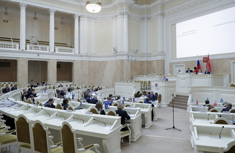 Петербургских депутатов обязали исполнять свои предвыборные обещания