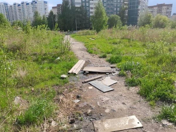 Жители домов на Литориновой улице в Приморском районе требуют от администрации обустроить им улицу