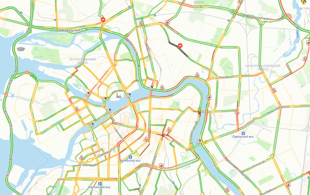 Петербург встал в аномальные дневные пробки