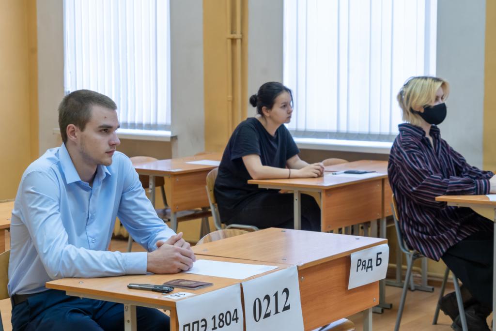 В Петербурге и Ленобласти ЕГЭ по физике и истории сегодня сдают более 13 тысяч человек