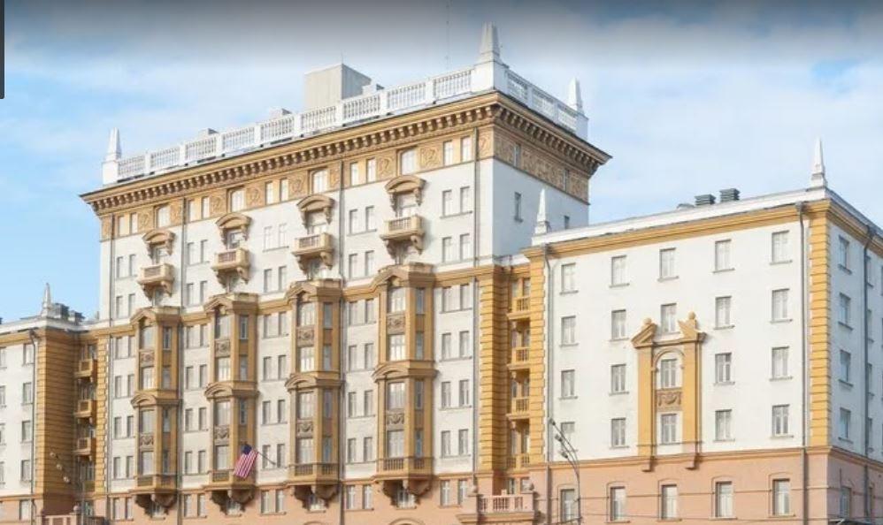 Троих морпехов из охраны посольства США в Москве подозревают в краже рюкзака