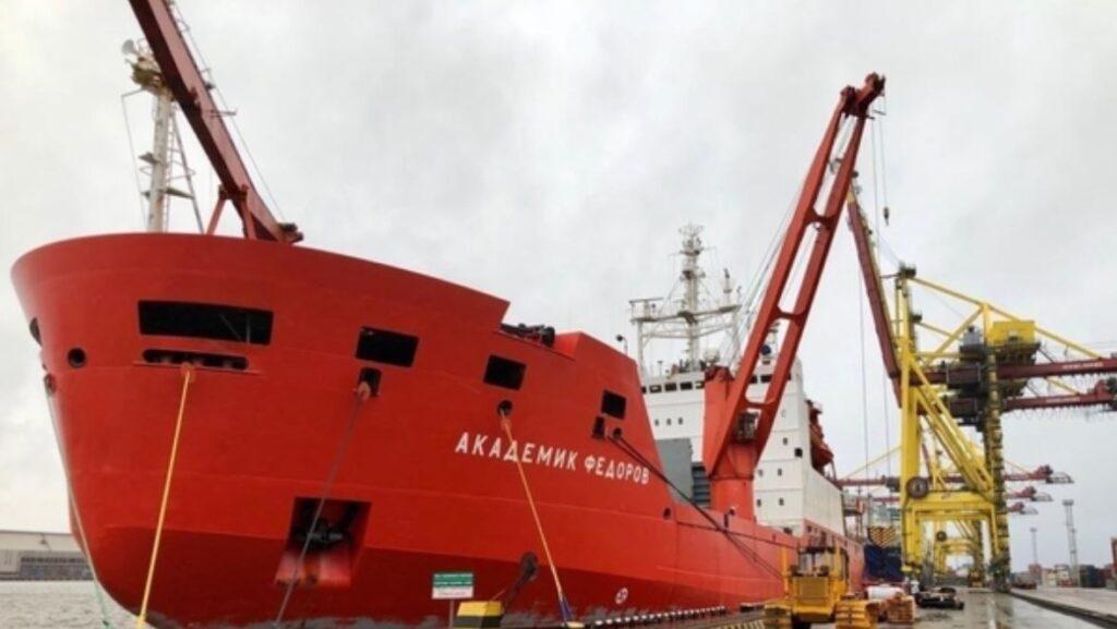 В Петербург вернулось судно «Академик Федоров» после 1,5 месячной экспедиции в Антарктиду