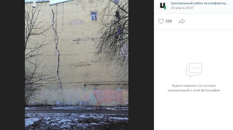 Треснувший весной дом на Черняховского лопнул в еще одном месте
