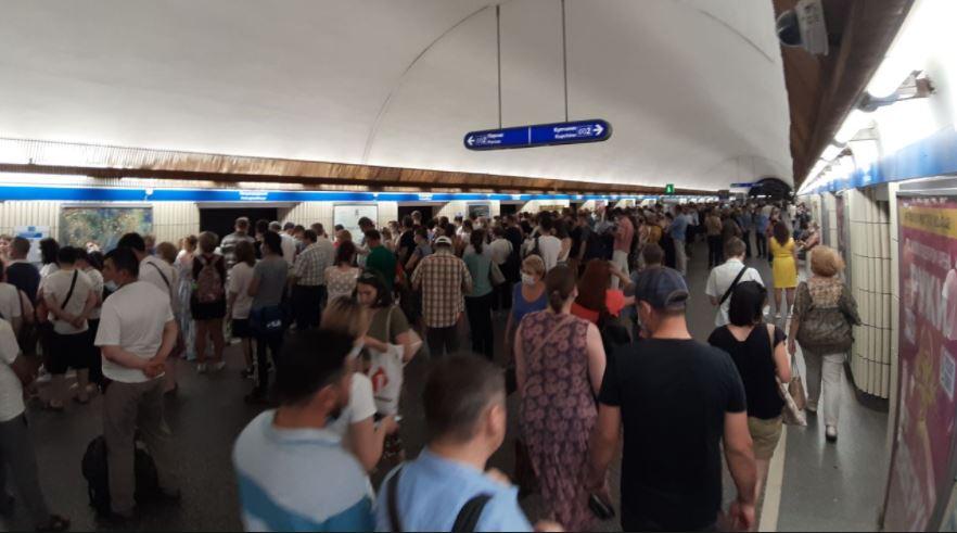 Из-за пробоя кабеля на станции «Парнас» усилят движение наземного транспорта