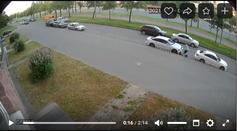 Петербургские электросамокатчики покушаются на белые «Ауди»: уже врезались в две такие машины