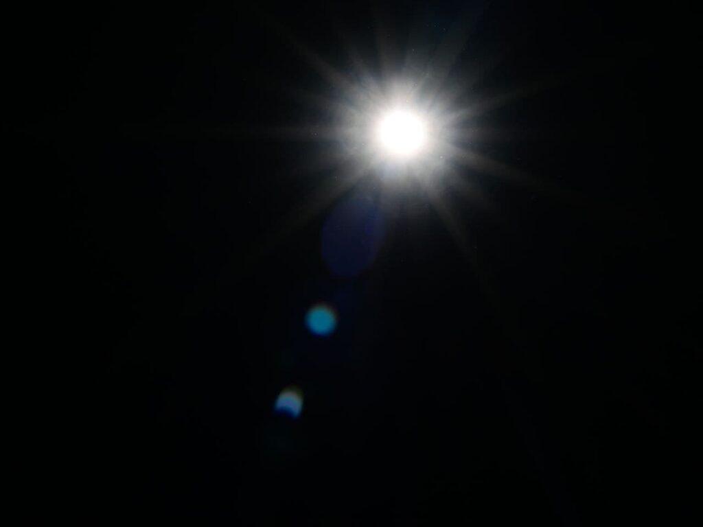 Петербуржцы смогли увидеть солнечное затмение: фоторепортаж Мойки78