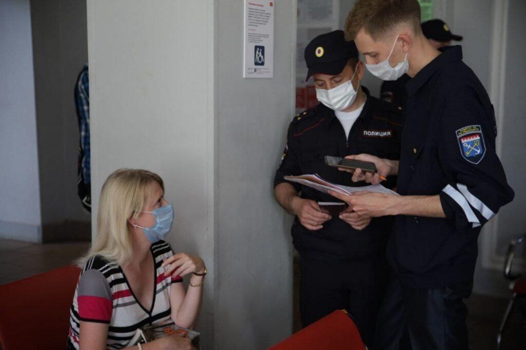 В областных электричках искали безмасочников: фоторепортаж Мойки78