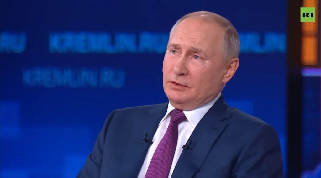 Владимир Путин вынужден уйти на самоизоляцию