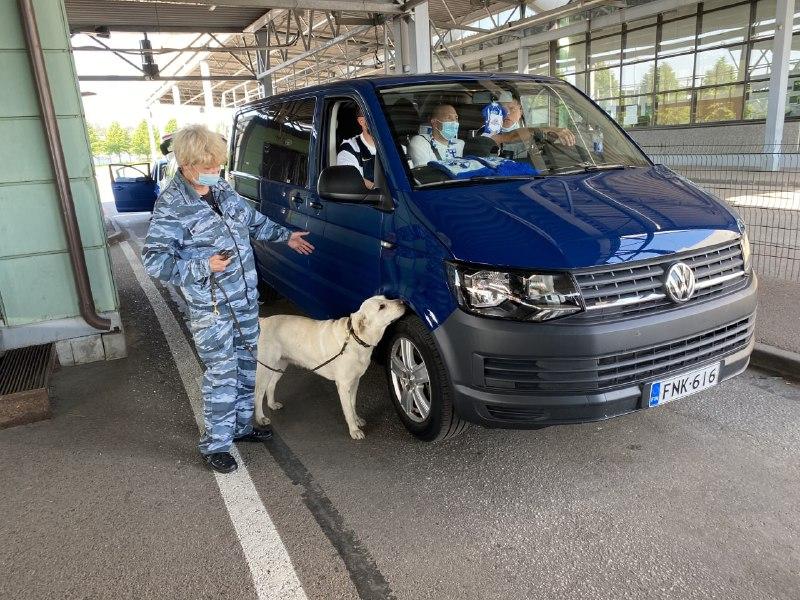 Через таможни Петербурга прошло почти 2,5 тысячи финских болельщиков за два дня