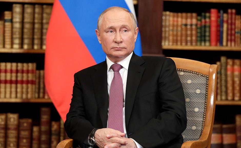 Путин собрался на карантин из-за большого количества зараженных коронавирусом в его окружении