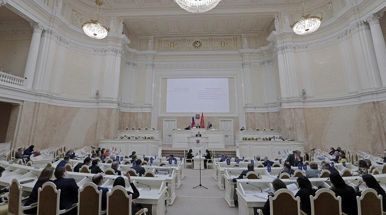 Петербургские депутаты взяли перерыв в заседаниях на две недели