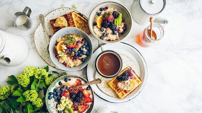 Диетолог: на завтрак не следует есть бутерброды
