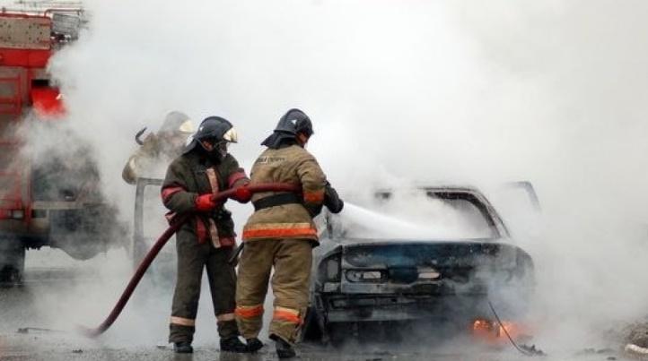 На Краснопутиловской улице сгорела «Мазда»