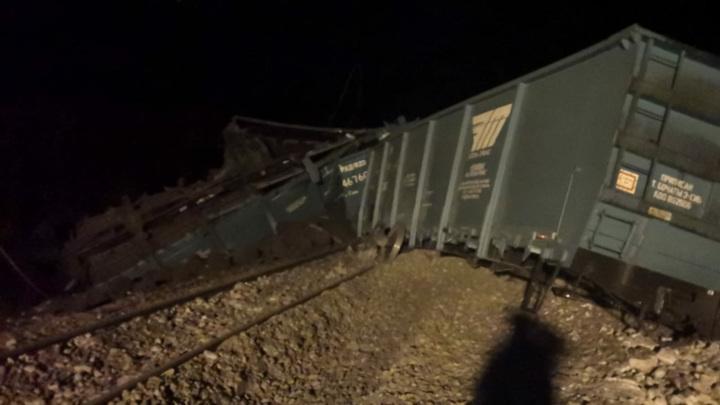 В Забайкалье сошли с рельсов 34 вагона двух грузовых поездов