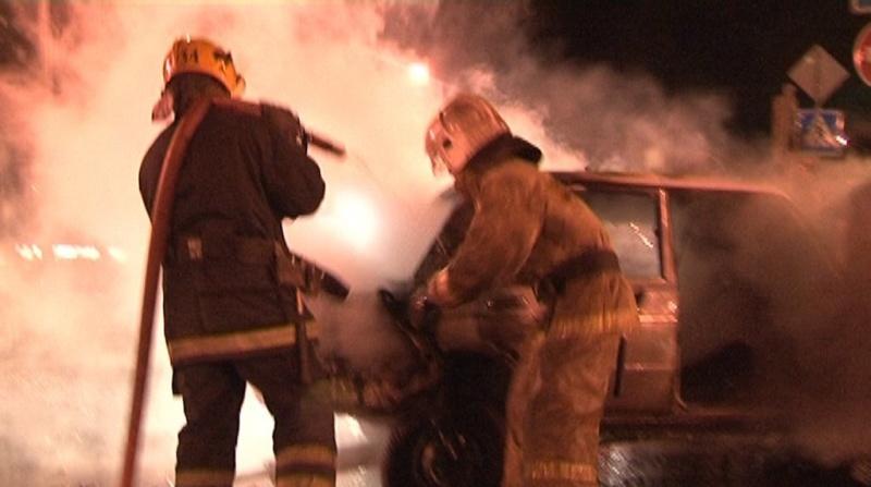 На Московском шоссе в Петербурге сгорела «Инфинити»