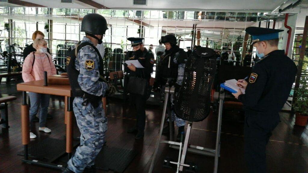 Приставы и полиция закрывают Sport Palace на Крестовском острове