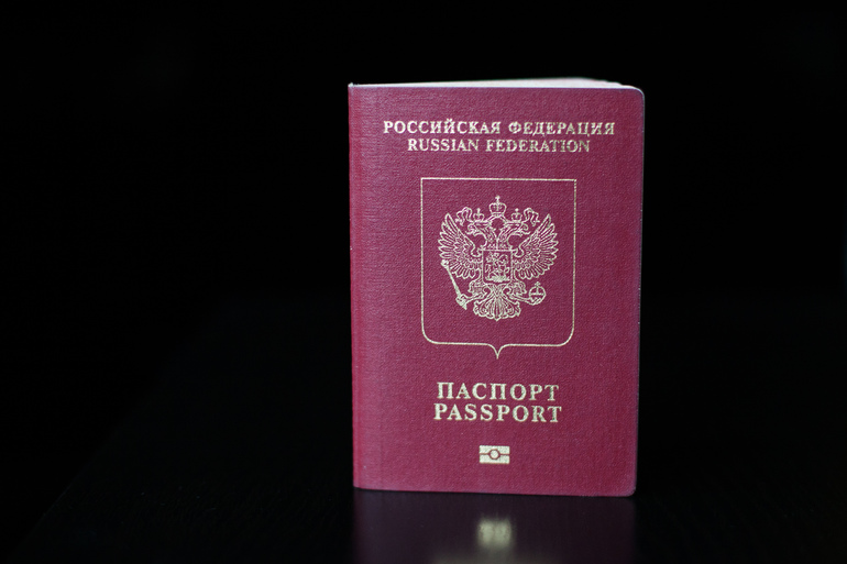 В России поменялся порядок выезда детей за границу