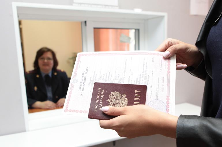 Жители Донбасса и Луганска с гражданством РФ смогут участвовать в выборах в Госдуму